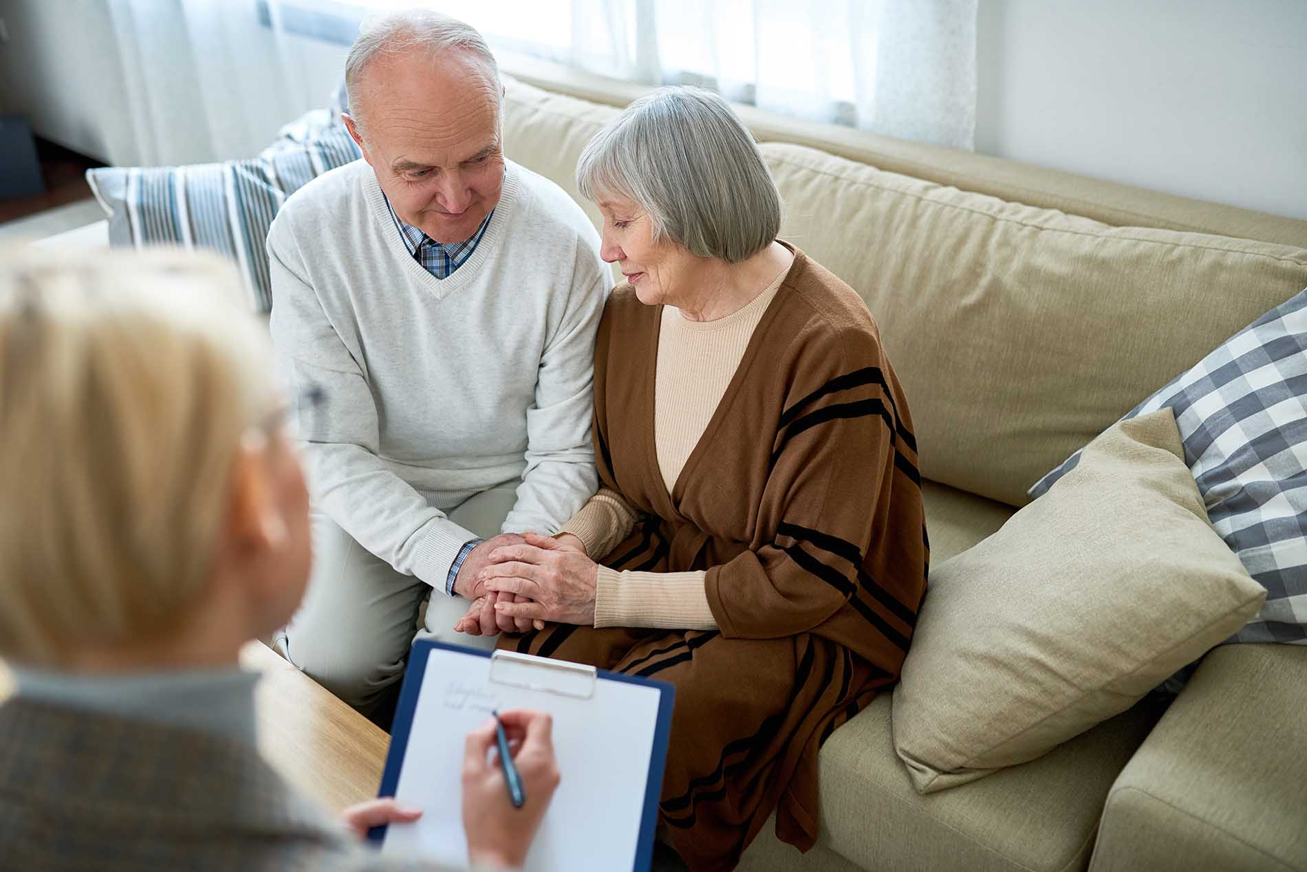 senior couple in a hypnotherapy session
